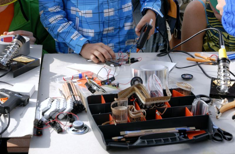 סדנה לתיקון מכשירים חשמליים