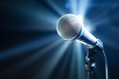 הרצאה מוסיקלית לכבוד השנה החדשה סביב שולחנות ערוכים: שירים בג'ינס ושירים מכופתרים