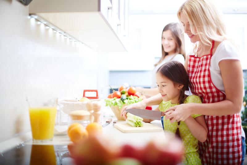 הרצאת זום:  לעשות יחד סדר במטבח וסביב השולחן